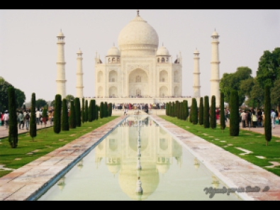Típica imagen frontal del Taj mahal. Agra